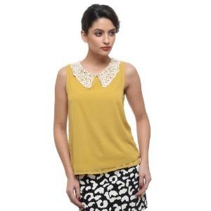 6. Raspberry Lace Collar
